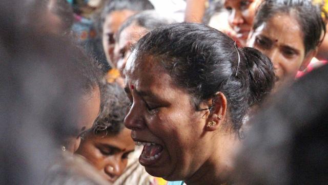 Hơn 80 người tử vong do uống rượu lậu ở Ấn Độ - Ảnh 1.