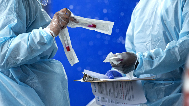 Gần 18 triệu người nhiễm COVID-19 trên toàn cầu, Ấn Độ có số ca mắc mới cao kỷ lục - Ảnh 1.