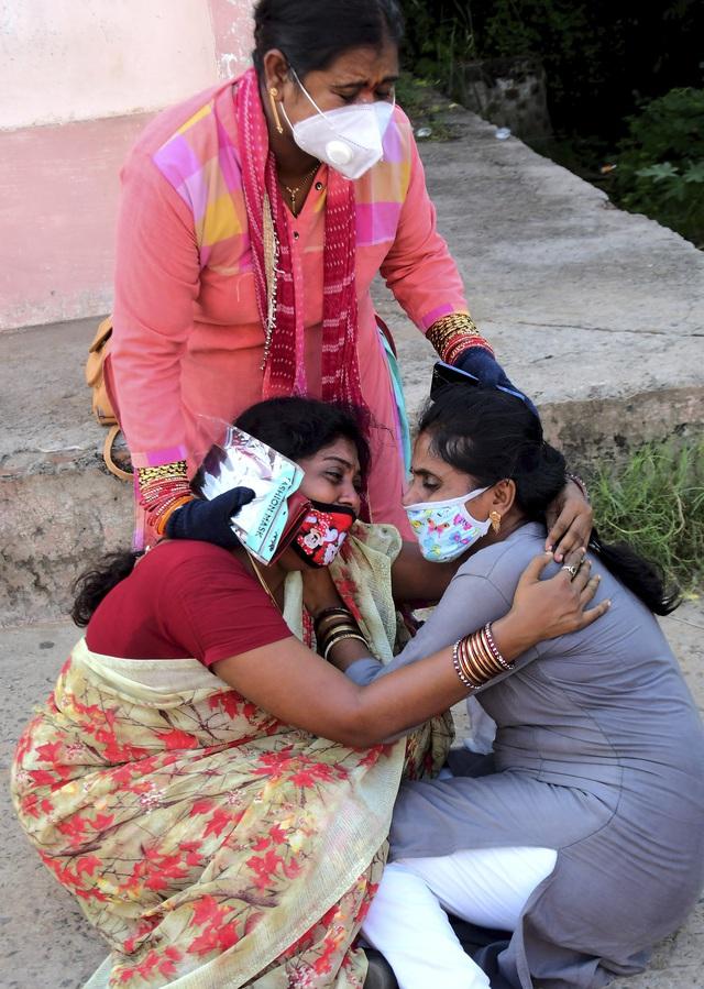 Sập cần cầu ở Ấn Độ, ít nhất 11 người thiệt mạng - ảnh 1