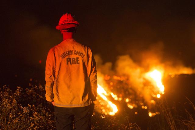 Cháy rừng lan rộng tại California (Mỹ), hàng nghìn người phải sơ tán - Ảnh 1.