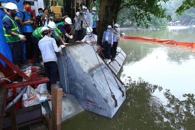 Hoàn thành công trình kè hồ Hoàn Kiếm sau 65 ngày thi công - Ảnh 1.