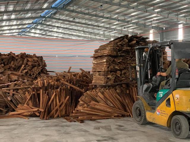 Bắt giữ 60 container gỗ quý nhập khẩu về TP. Hồ Chí Minh - Ảnh 2.