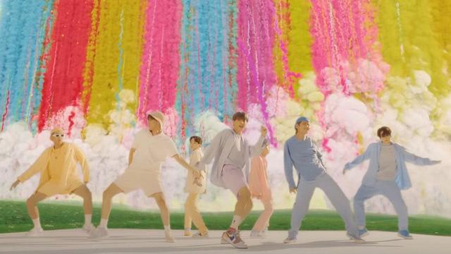 BTS tiếp tục ghi tên vào Kỷ lục Guinness - Ảnh 1.