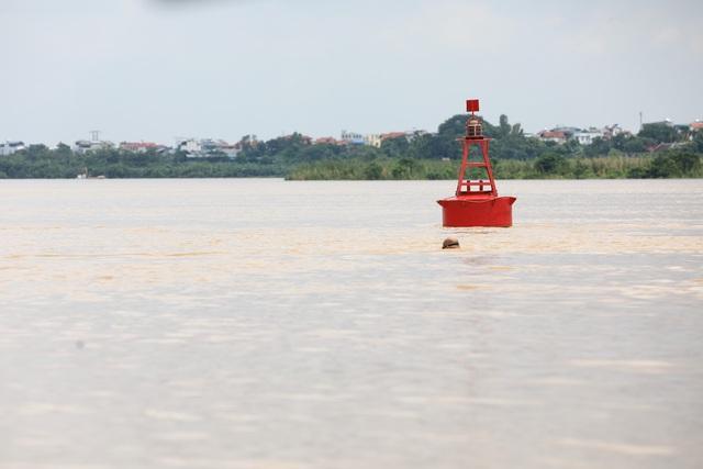 Mực nước sông Hồng lên nhanh, nguy cơ ngập lụt vùng trũng và bãi bồi - Ảnh 1.
