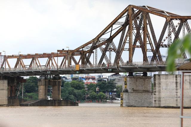 Mực nước sông Hồng lên nhanh, nguy cơ ngập lụt vùng trũng và bãi bồi - Ảnh 3.