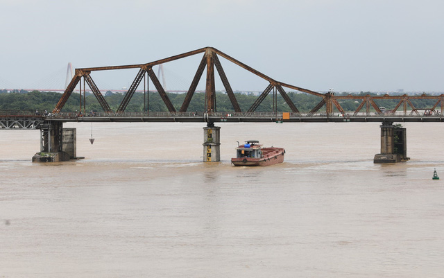 Mực nước sông Hồng lên nhanh, nguy cơ ngập lụt vùng trũng và bãi bồi - Ảnh 6.