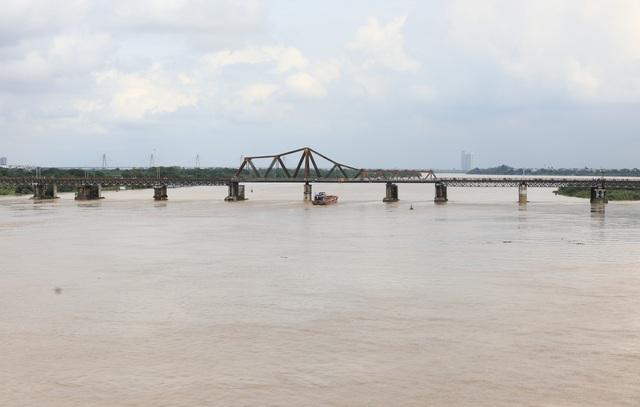 Mực nước sông Hồng lên nhanh, nguy cơ ngập lụt vùng trũng và bãi bồi - Ảnh 7.