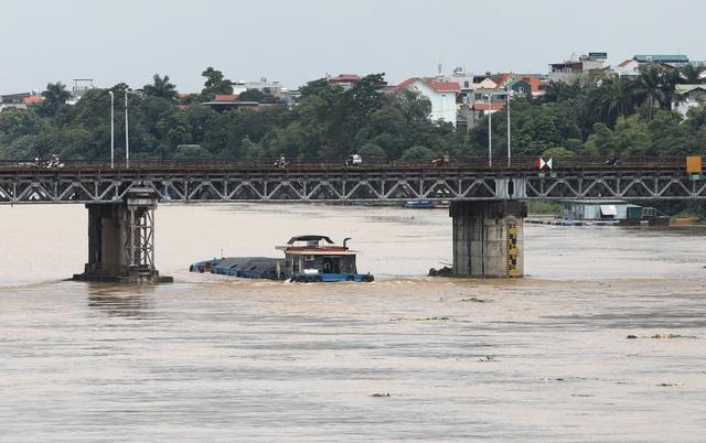Mực nước sông Hồng lên nhanh, nguy cơ ngập lụt vùng trũng và bãi bồi - Ảnh 8.