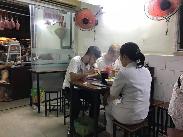 Hà Nội hoàn thành xét nghiệm COVID-19 cho hơn 73.000 người về từ Đà Nẵng - Ảnh 1.