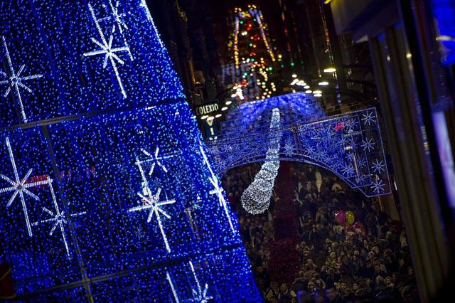 Đón Giáng sinh sớm với màn trình diễn ánh sáng lớn nhất thế giới - ảnh 1