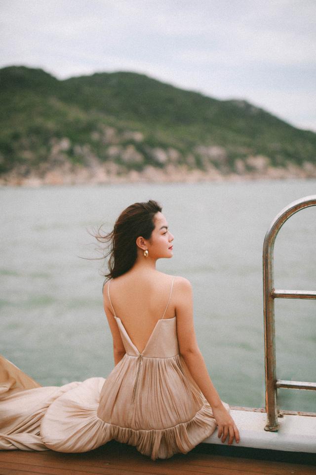 Ra mắt sản phẩm âm nhạc mới, Phạm Quỳnh Anh tung bộ ảnh siêu xinh và lãng mạn - Ảnh 6.