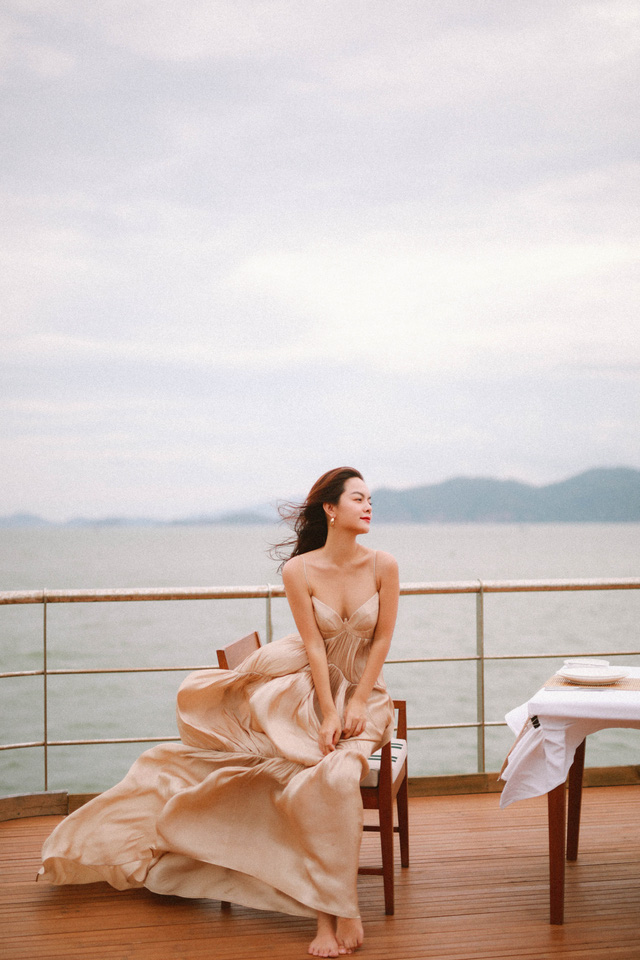 Ra mắt sản phẩm âm nhạc mới, Phạm Quỳnh Anh tung bộ ảnh siêu xinh và lãng mạn - Ảnh 4.