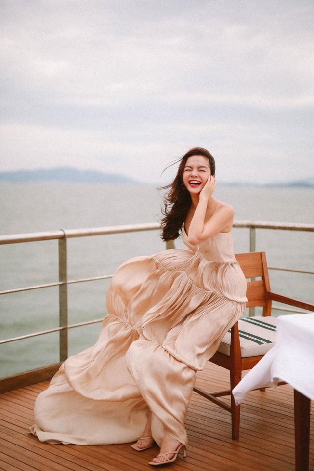 Ra mắt sản phẩm âm nhạc mới, Phạm Quỳnh Anh tung bộ ảnh siêu xinh và lãng mạn - Ảnh 3.