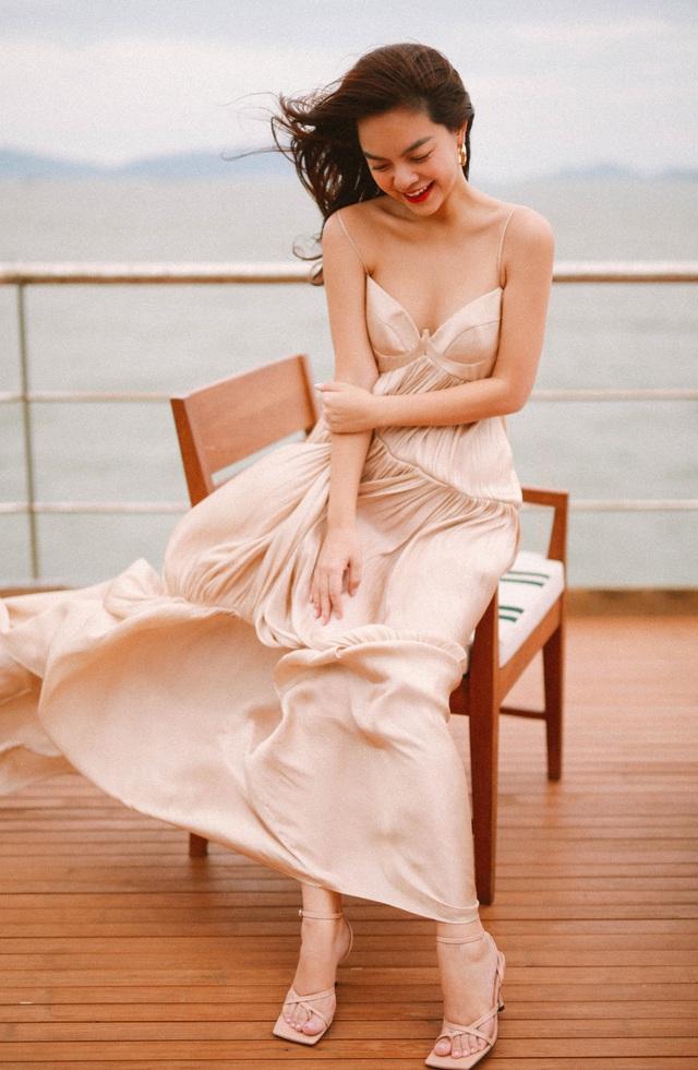 Ra mắt sản phẩm âm nhạc mới, Phạm Quỳnh Anh tung bộ ảnh siêu xinh và lãng mạn - Ảnh 2.