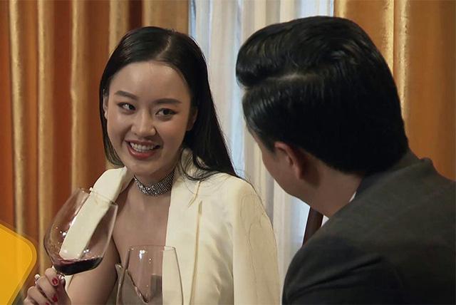 Người đẹp Hoa hậu Hoàn vũ hóa gái làng chơi, quyến rũ Huỳnh Anh trong Lựa chọn số phận - Ảnh 1.