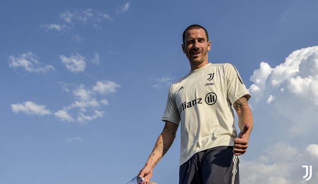 HLV Pirlo cực ngầu trong buổi tập đầu tiên cùng các học trò tại Juventus - Ảnh 10.