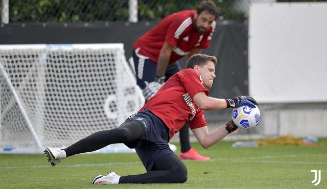 HLV Pirlo cực ngầu trong buổi tập đầu tiên cùng các học trò tại Juventus - Ảnh 9.