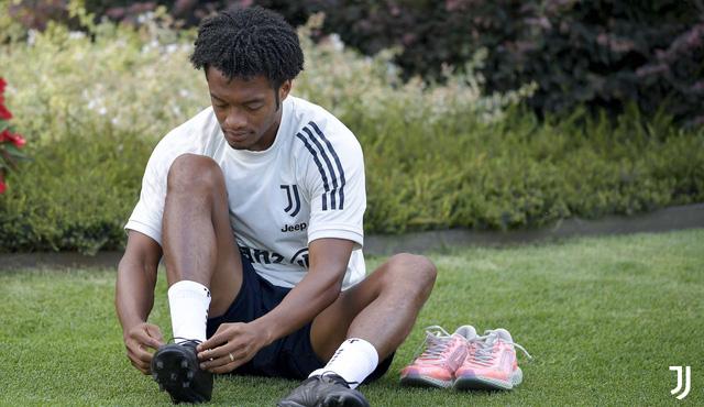 HLV Pirlo cực ngầu trong buổi tập đầu tiên cùng các học trò tại Juventus - Ảnh 7.