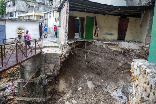Bão Laura càn quét Haiti, Dominica và Puerto Rico khiến hàng chục người thiệt mạng - Ảnh 1.