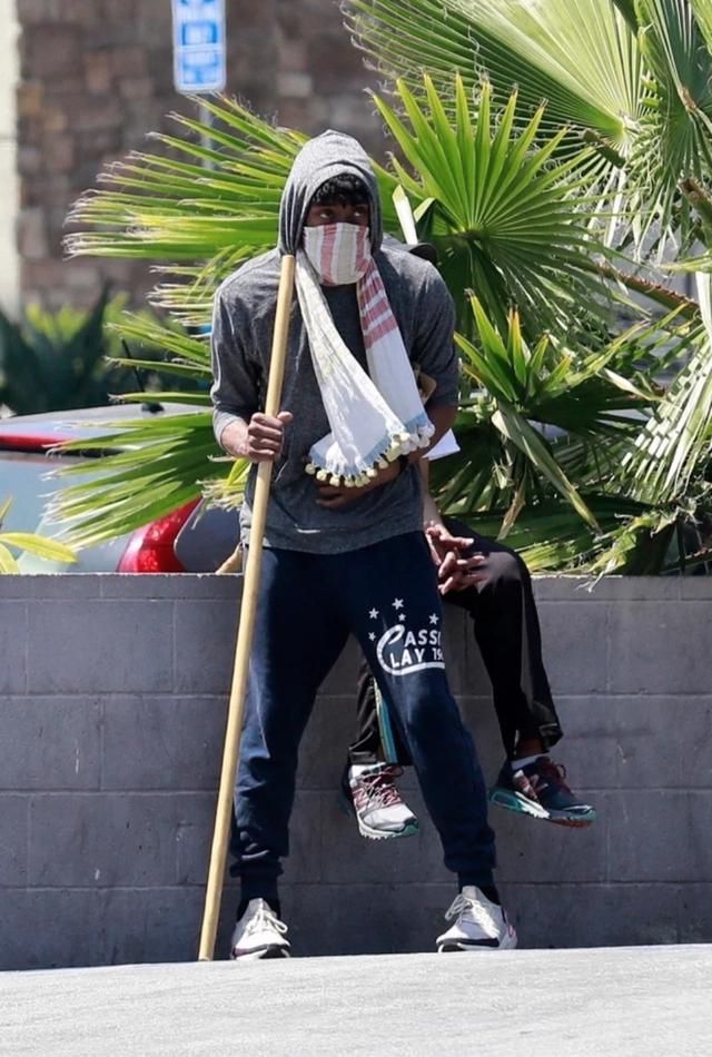 Xót xa hình ảnh gầy gò của tài tử Black Panther khi chống chọi với bệnh ung thư - Ảnh 2.