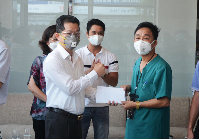 Đoàn y, bác sĩ Bình Định và Huế tạm biệt Đà Nẵng sau những ngày sát cánh chống dịch - Ảnh 1.
