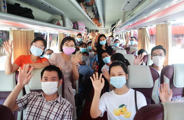 Đoàn y, bác sĩ Bình Định và Huế tạm biệt Đà Nẵng sau những ngày sát cánh chống dịch - Ảnh 2.