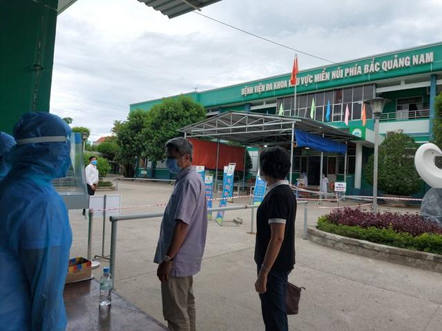 Bộ Y tế khẩn cấp điều thêm chuyên gia tới Thừa Thiên-Huế và Quảng Nam - Ảnh 1.