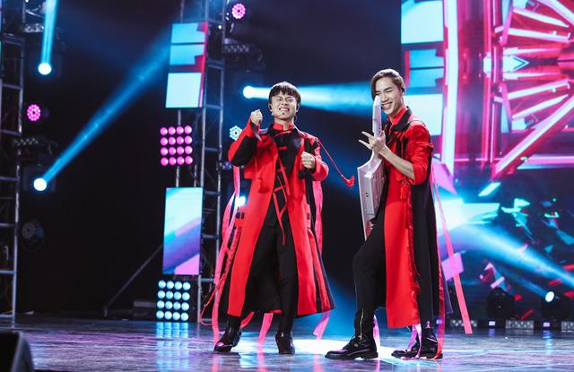 Uyên Linh, Minh Hằng biểu diễn trên sân khấu... không khán giả - Ảnh 4.