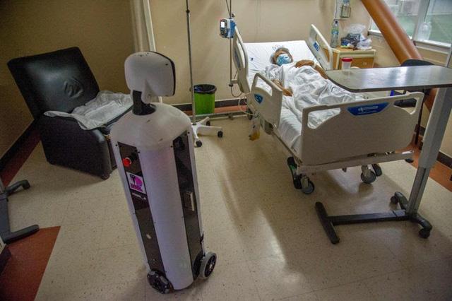 Độc đáo, Robot chăm sóc bệnh nhân COVID-19 cô đơn ở Mexico - ảnh 1