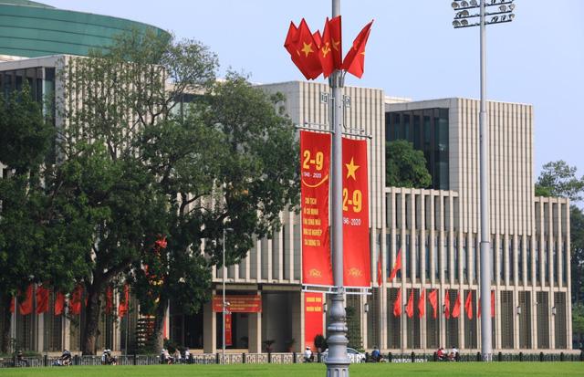 Hà Nội rực rỡ cờ hoa chào mừng Quốc khánh 2/9 - Ảnh 1.