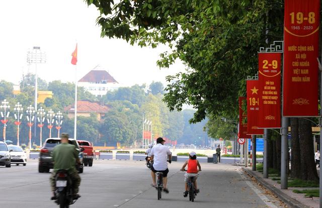 Hà Nội rực rỡ cờ hoa chào mừng Quốc khánh 2/9 - Ảnh 9.