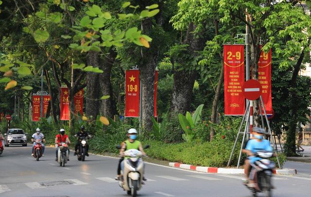 Hà Nội rực rỡ cờ hoa chào mừng Quốc khánh 2/9 - Ảnh 11.