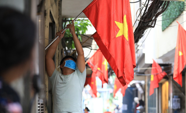 Hà Nội rực rỡ cờ hoa chào mừng Quốc khánh 2/9 - Ảnh 13.