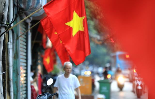 Hà Nội rực rỡ cờ hoa chào mừng Quốc khánh 2/9 - Ảnh 12.