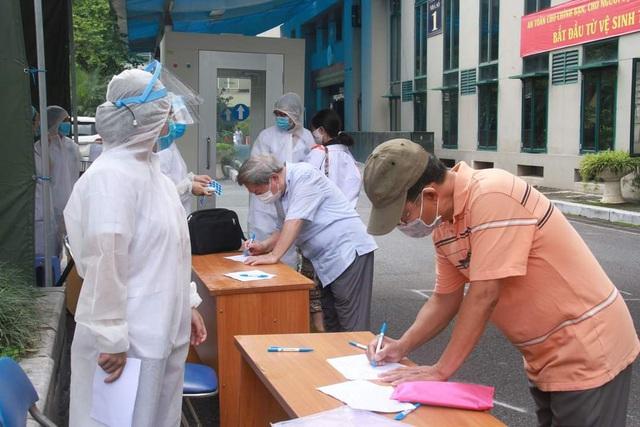 65% số bệnh nhân mắc COVID-19 tại Việt Nam không có triệu chứng - Ảnh 1.