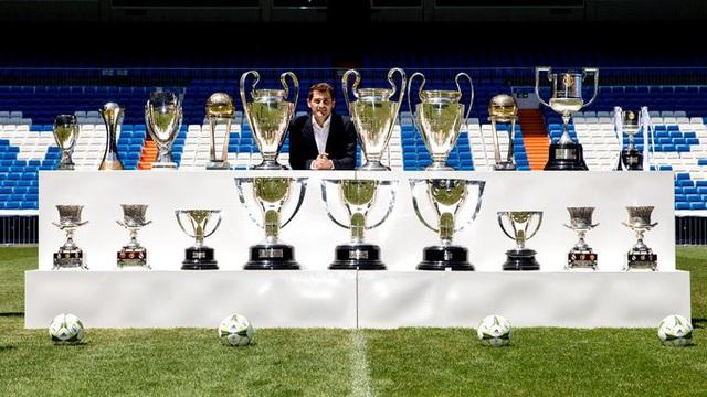 Thủ môn huyền thoại Iker Casillas tuyên bố giải nghệ ở tuổi 39 - Ảnh 2.
