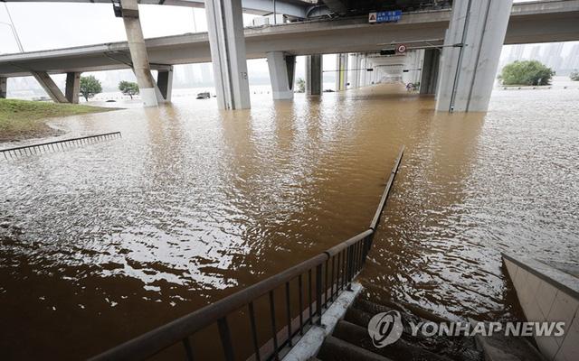 Mưa lớn tiếp tục gây thiệt hại tại Hàn Quốc, ít nhất 13 người thiệt mạng - Ảnh 2.