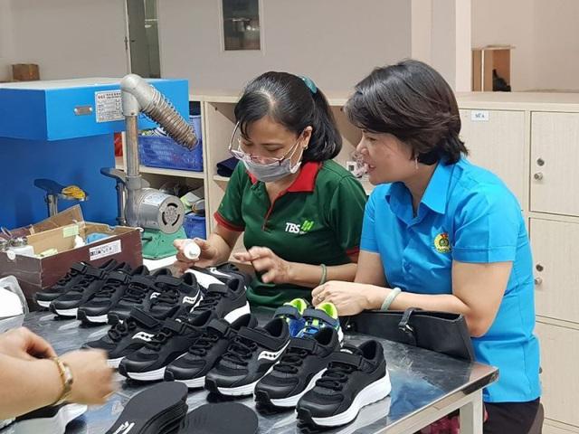 Đơn hàng sụt giảm, xuất khẩu giày dép 7 tháng rời top 10 tỷ USD - ảnh 1