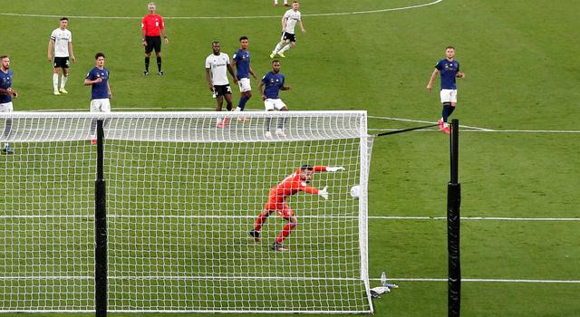 ẢNH: Fulham thắng kịch tính trong trận cầu đắt nhất thế giới - Ảnh 3.