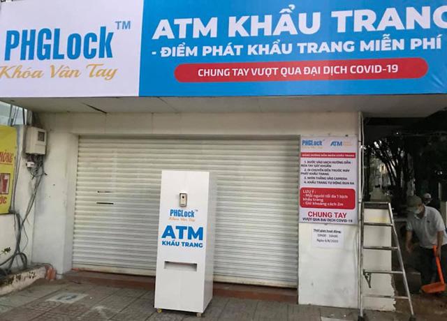 ATM khẩu trang miễn phí cho người dân TP.HCM - Ảnh 1.