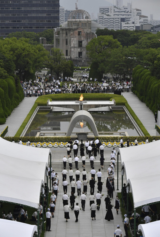 Nhật Bản tưởng niệm 75 năm vụ ném bom nguyên tử ở Hiroshima - Ảnh 1.