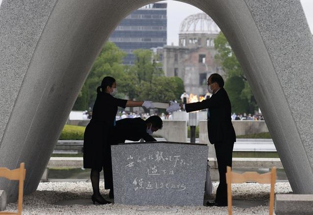 Nhật Bản tưởng niệm 75 năm vụ ném bom nguyên tử ở Hiroshima - Ảnh 2.