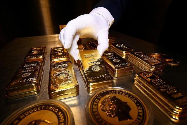 Người già đổ xô mua vàng, người trẻ chọn Bitcoin - Ảnh 1.