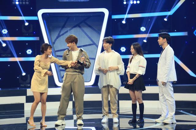 """MC Ngô Kiến Huy """"xua đuổi"""" Hoàng Yến Chibi khi bị nhắc nhở về cách dẫn dắt gameshow - Ảnh 2."""