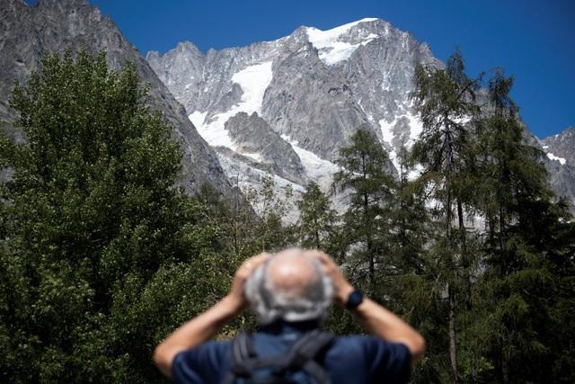 Italy sơ tán người dân do lo ngại vỡ sông băng - Ảnh 3.