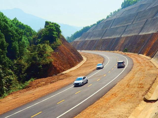 Xem xét điều chỉnh hồ sơ mời thầu để thu hút nhà đầu tư cao tốc Bắc - Nam - ảnh 2