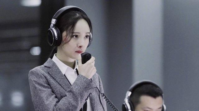 Top 10 sao quyền lực mạng Trung Quốc: Dương Mịch - Triệu Lệ Dĩnh dẫn đầu, người thứ 3 gây bất ngờ - Ảnh 1.