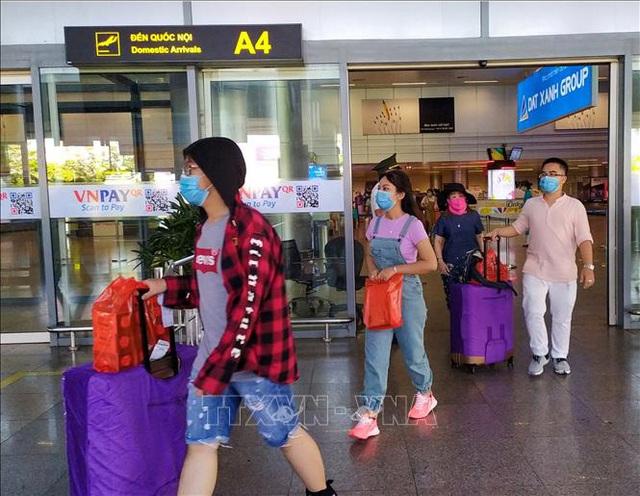 Đà Nẵng hỗ trợ gần 1.700 khách du lịch trở về nhà - Ảnh 1.