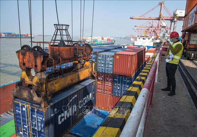 AMRO dự báo kinh tế Việt Nam tăng trưởng dương trong năm 2020 - Ảnh 1.