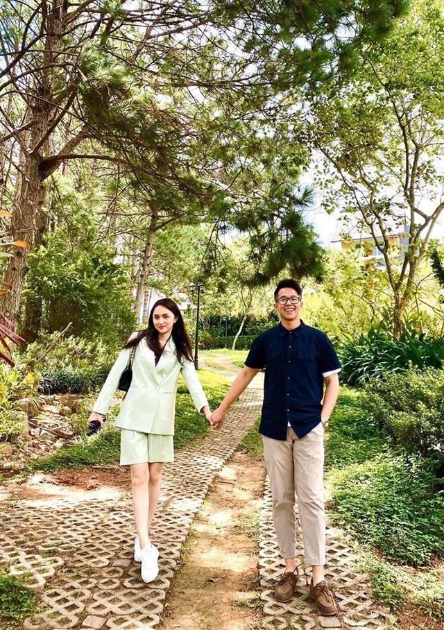 Hương Giang khoe ảnh hạnh phúc bên CEO người Singapore - Ảnh 1.